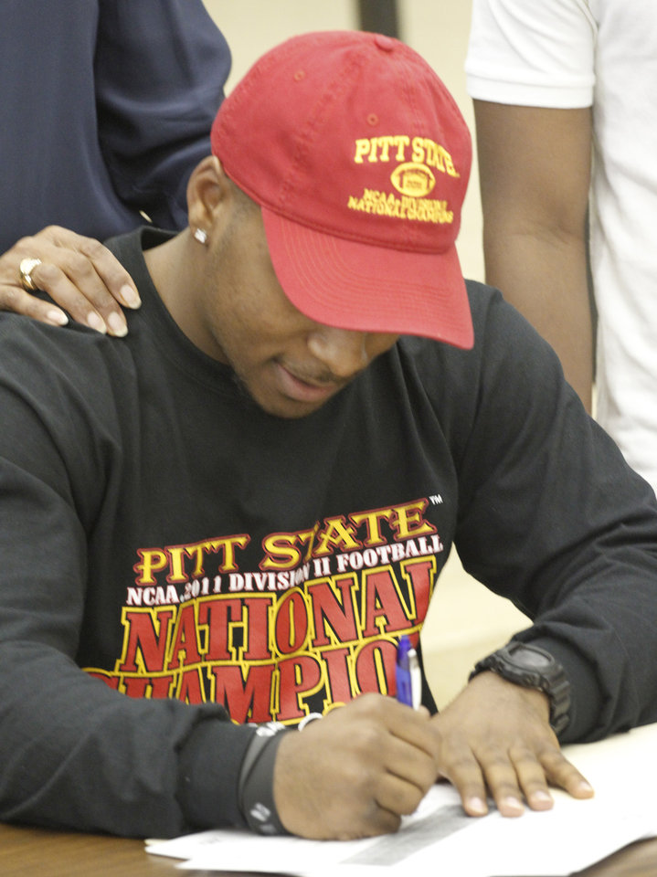 Photo - Putnam City North's Dre Holman signed his letter of intent with Pitt State in Oklahoma City, Wednesday, February  1, 2012. Photo By Steve Gooch, The Oklahoman