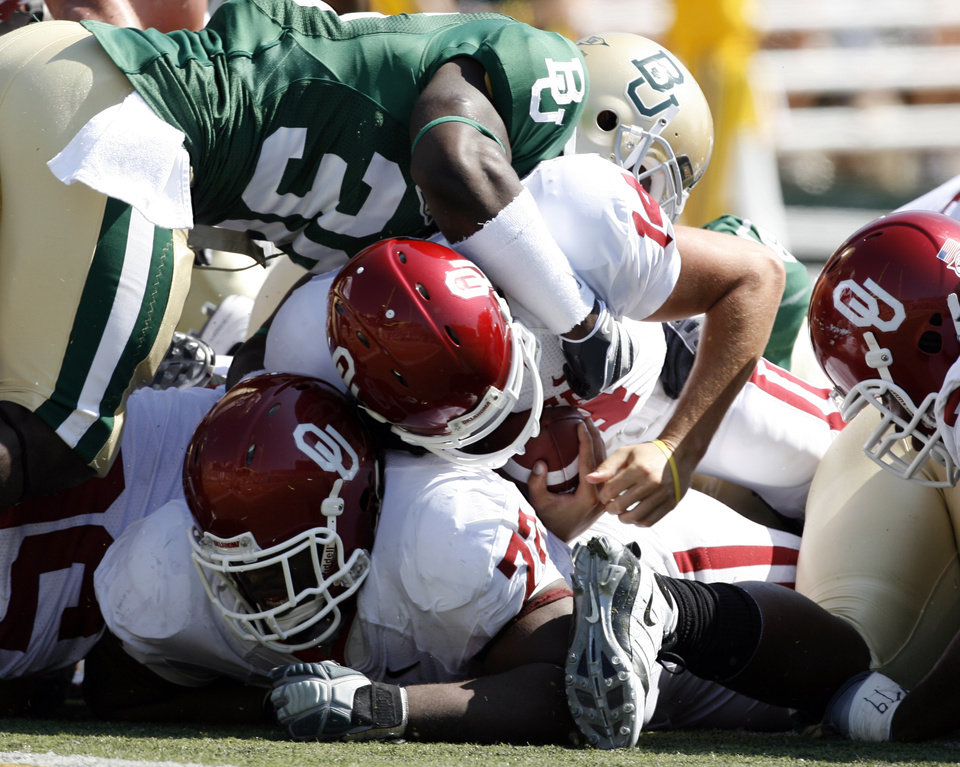 Sam Bradford scores on a sneak in the first half during the college football game between Oklahoma (OU) and Baylor University at Floyd Casey Stadium in Waco, Texas, Saturday, October 4, 2008.   BY STEVE SISNEY, THE OKLAHOMAN