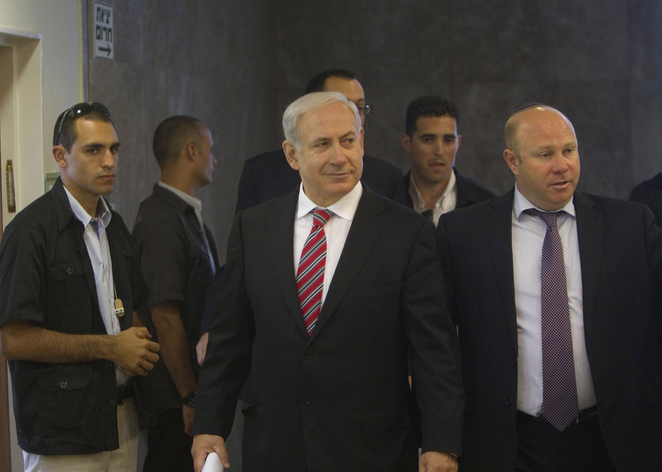 Photo -   Israel's Prime Minister Benjamin Netanyahu, center, arrives to the weekly cabinet meeting in Jerusalem Sunday, April 29, 2012. (AP Photo/Ronen Zvulun, Pool)