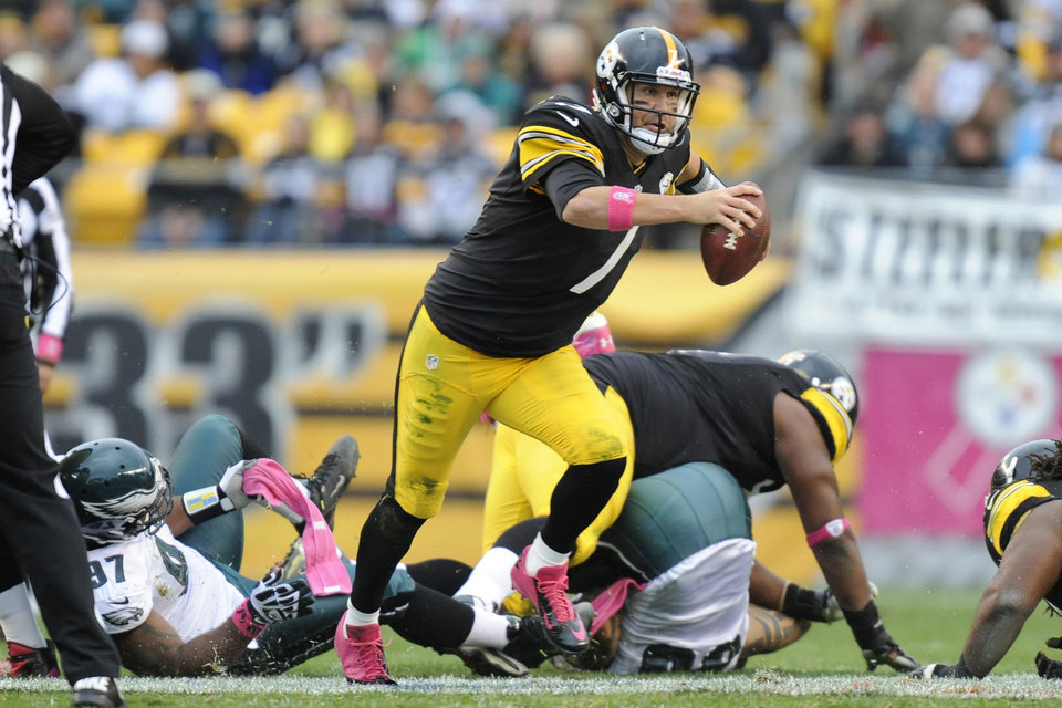 Photo -   Pittsburgh Steelers quarterback Ben Roethlisberger (7) scrambles Philadelphia Eagles defensive tackle Cullen Jenkins (97) in the second quarter of an NFL football game on Sunday, Oct. 7, 2012, in Pittsburgh. (AP Photo/Don Wright)