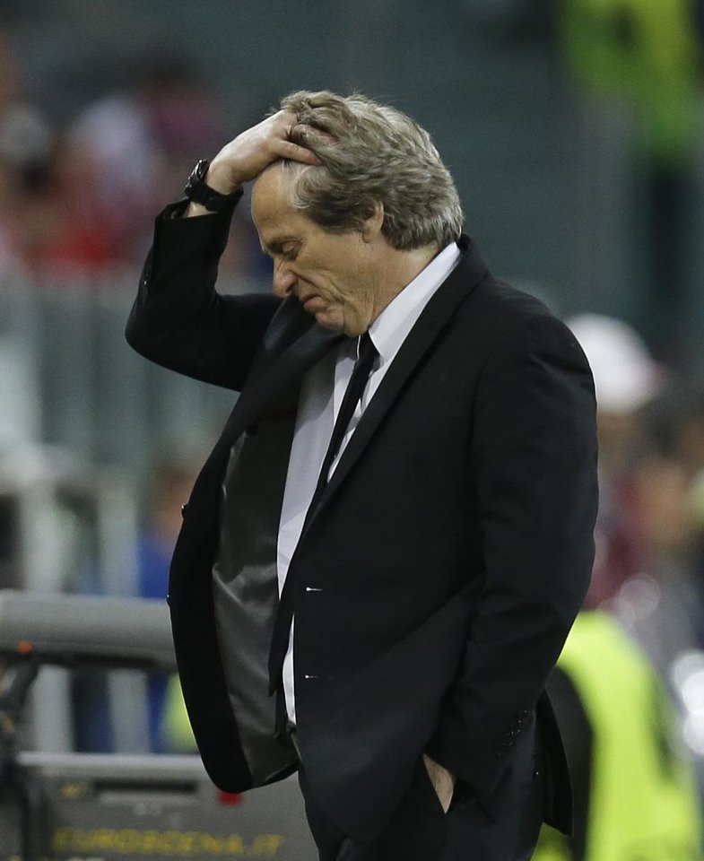 Photo - Benfica's coach Jorge Jesus reacts during the Europa League soccer final between Sevilla and Benfica, at the Turin Juventus stadium in Turin, Italy, Wednesday, May 14, 2014. (AP Photo/Andrew Medichini)