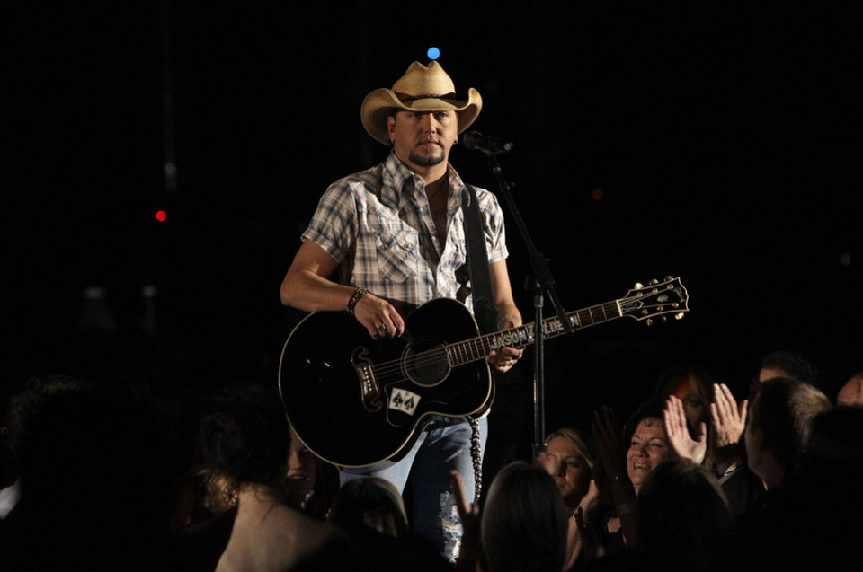 Photo -   Jason Aldean performs at the 46th Annual Country Music Awards at the Bridgestone Arena on Thursday, Nov. 1, 2012, in Nashville, Tenn. (Photo by Wayde Payne/Invision/AP)