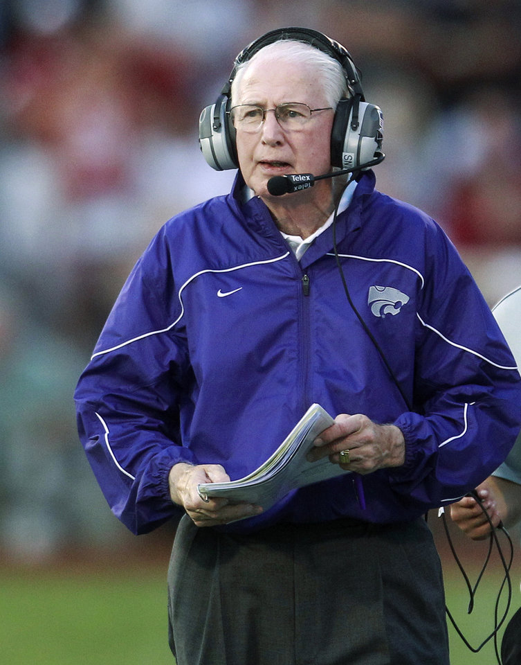 Photo -   Kansas State coach Bill Snyder walks along the sidelines in the first quarter of an NCAA college football game against Oklahoma in Norman, Okla., Saturday, Sept. 22, 2012. (AP Photo/Sue Ogrocki)