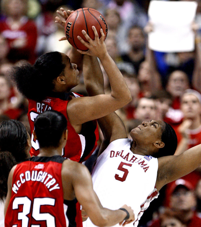 Photo - Ashley Paris blocks a shot by Monique Reid on the Cardinals' last possession in the second half as the University of Oklahoma plays Louisville at the 2009 NCAA women's basketball tournament Final Four in the Scottrade Center in Saint Louis, Missouri on Sunday, April 5, 2009. Photo by Steve Sisney, The Oklahoman