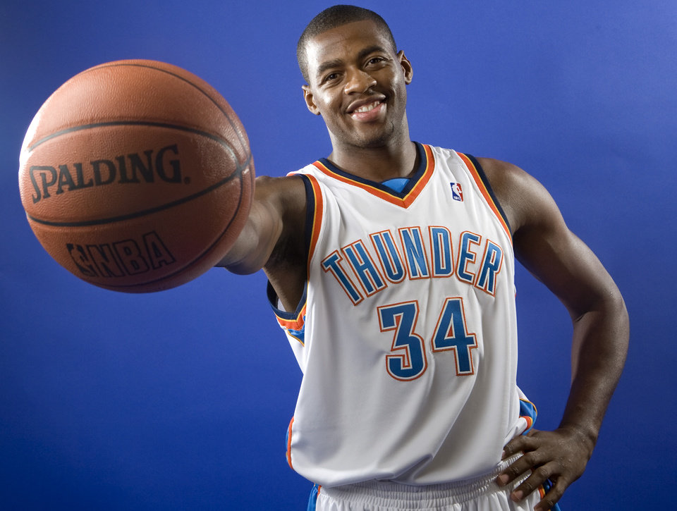 Photo - NBA BASKETBALL TEAM:  Desmond Mason of the Oklahoma City Thunder poses for a portrait during Thunder media day on Monday, September 29, 2008. BY BRYAN TERRY, THE OKLAHOMAN ORG XMIT: KOD
