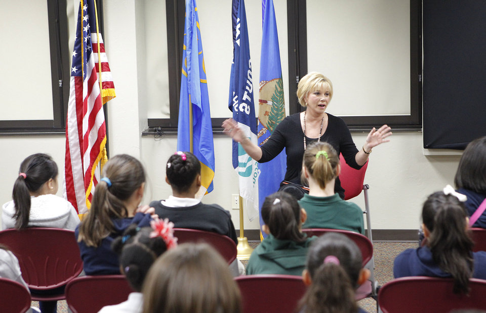 Photo - Joan Lunden talks to Girl Scouts from Arthur Elementary at the group's headquarters in Oklahoma City. Photo by David McDaniel, The Oklahoman  David McDaniel