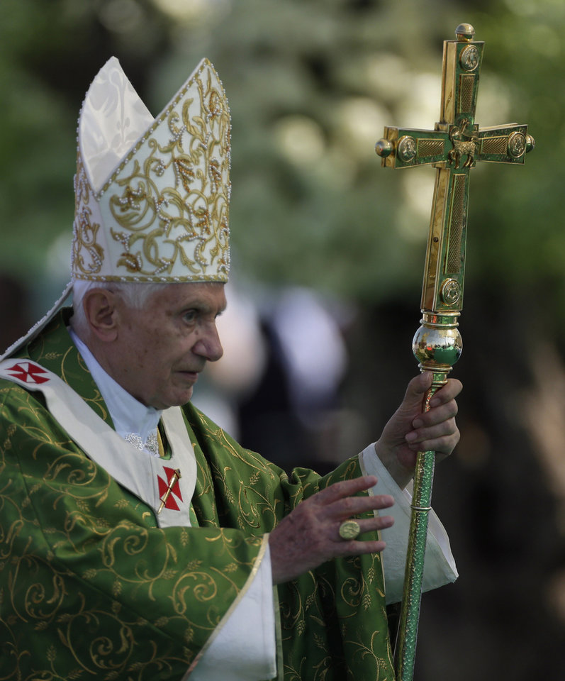 Photo -   Pope Benedict XVI leads a mass on the waterfront in Beirut, Lebanon, Sunday, Sept. 16, 2012. The Pope celebrated an open-air Mass for tens of thousands of pilgrims from across the Middle East, saying Christians must do their part to end the