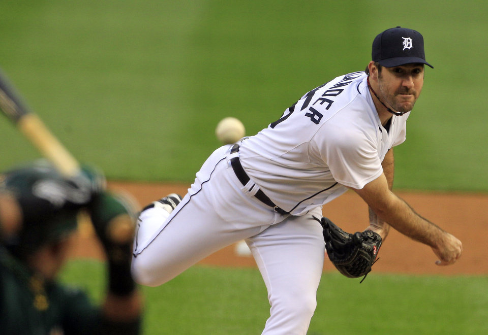 Photo -   Detroit Tigers starting pitcher Justin Verlander throws during the first inning of Game 1 of the American League division baseball series against the Oakland Athletics, Saturday, Oct. 6, 2012, in Detroit. (AP Photo/Carlos Osorio)