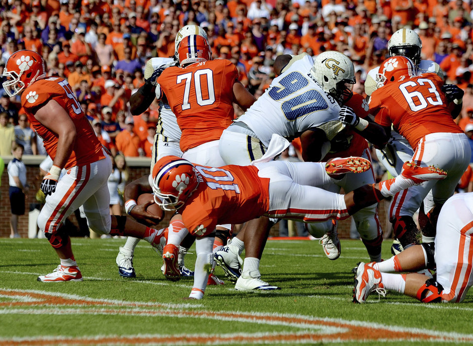 Photo -   Clemson quarterback Tajh Boyd scores a 1-yard touchdown during the first half of an NCAA college football game against Georgia Tech on Saturday, Oct. 6, 2012, at Memorial Stadium in Clemson, S.C. (AP Photo/Richard Shiro)