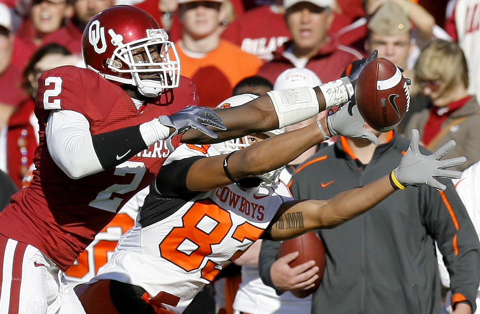 Photo - OU's Brian Jackson deflects a pass intended for OSU's Dameron Fooks during the second half of the Bedlam college football game between the University of Oklahoma Sooners (OU) and the Oklahoma State University Cowboys (OSU) at the Gaylord Family-Oklahoma Memorial Stadium on Saturday, Nov. 28, 2009, in Norman, Okla.Photo by Bryan Terry, The Oklahoman