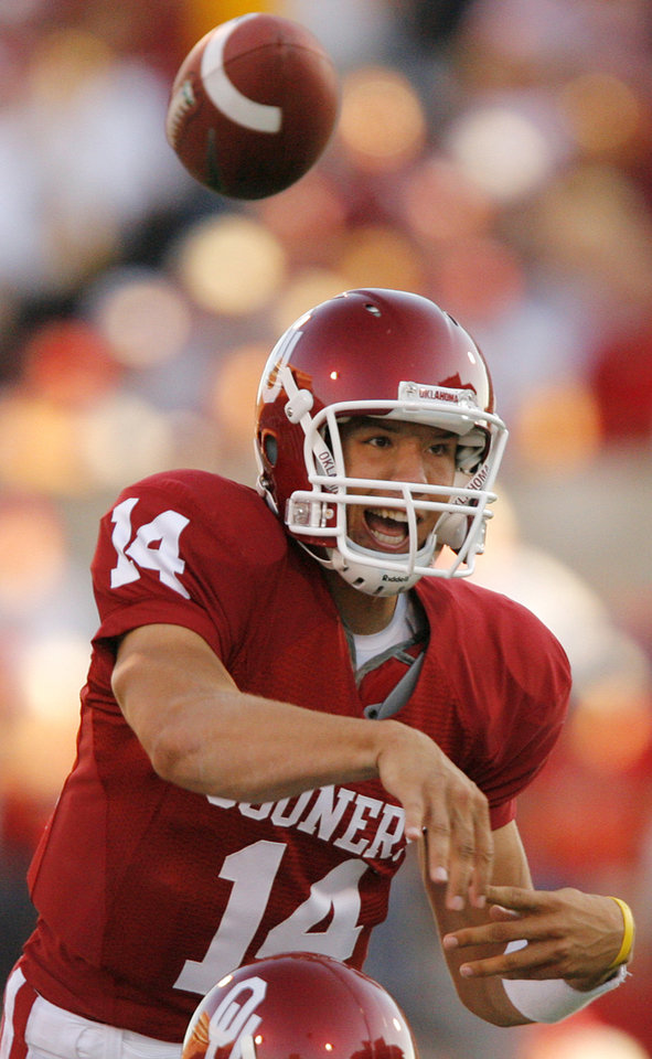 Photo - Oklahoma's Sam Bradford (14) throws the ball against Missouri during the first half of the college football game between  the University of Oklahoma Sooners (OU) and the University of Missouri Tigers (MU) at the Gaylord Family Oklahoma Memorial Stadium on Saturday, Oct. 13, 2007, in Norman, Okla.By CHRIS LANDSBERGER, The Oklahoman
