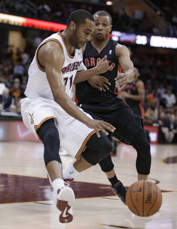 Cleveland Cavaliers' Wayne Ellington, left, works against Toronto Raptors' Sebastian Telfair during the fourth quarter of an NBA basketball game Wednesday, Feb. 27, 2013, in Cleveland. The Cavaliers won 103-92. (AP Photo/Tony Dejak)