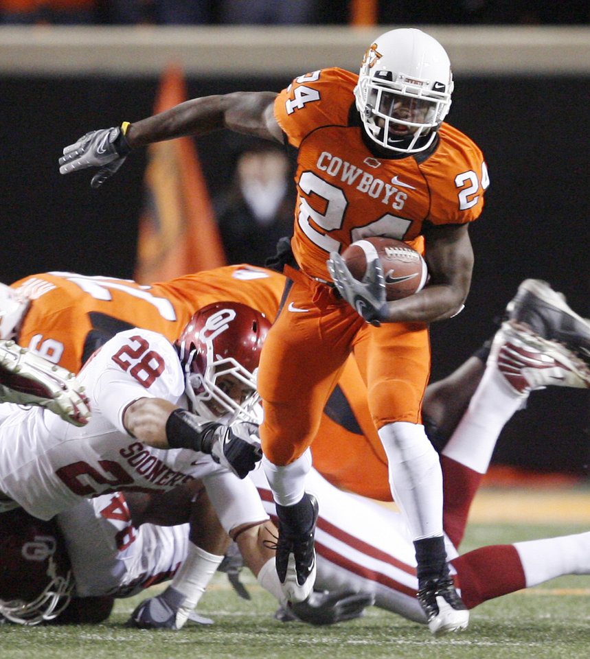 Hunter Thomson of OSU breaks loose during the first half of the college football game between the University of Oklahoma Sooners (OU) and Oklahoma State University Cowboys (OSU) at Boone Pickens Stadium on Saturday, Nov. 29, 2008, in Stillwater, Okla. STAFF PHOTO BY BRYAN TERRY