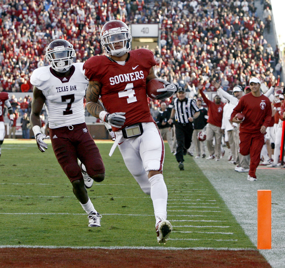 Oklahoma's Kenny Stills (4) scores a touchdown in front of Texas A&M's Terrence Frederick (7) during the college football game between the Texas A&M Aggies and the University of Oklahoma Sooners (OU) at Gaylord Family-Oklahoma Memorial Stadium on Saturday, Nov. 5, 2011, in Norman, Okla. Oklahoma won 41-25. Photo by Bryan Terry, The Oklahoman ORG XMIT: KOD