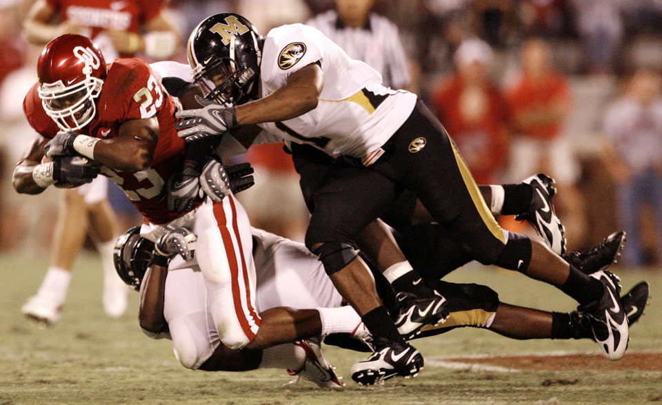 Photo - Missouri's William Moore (1) and the Tiger defense bring down Oklahoma's Allen Patrick (23) during the second half of the college football game between the University of Oklahoma Sooners (OU) and the University of Missouri Tigers (MU) at the Gaylord Family Oklahoma Memorial Stadium on Saturday, Oct. 13, 2007, in Norman, Okla.By STEVE SISNEY, The Oklahoman