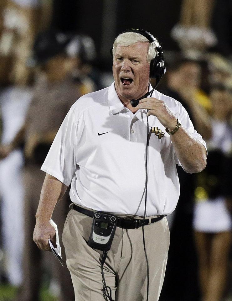 Photo - Central Florida head coach George O'Leary shouts to his players during the first half of an NCAA college football game against Houston in Orlando, Fla., Saturday, Nov. 9, 2013. (AP Photo/John Raoux)
