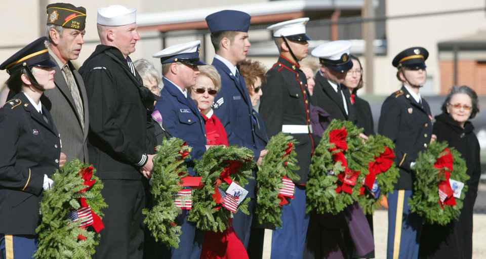 Photo - Representatives for each branch of the armed forces and Daughters of the American Revolution took part in a Wreaths Across America ceremony at the Oklahoma Veterans Cemetery in Oklahoma City , Okla. December 13, 2008.  BY STEVE GOOCH, THE  OKLAHOMAN.  ORG XMIT: KOD