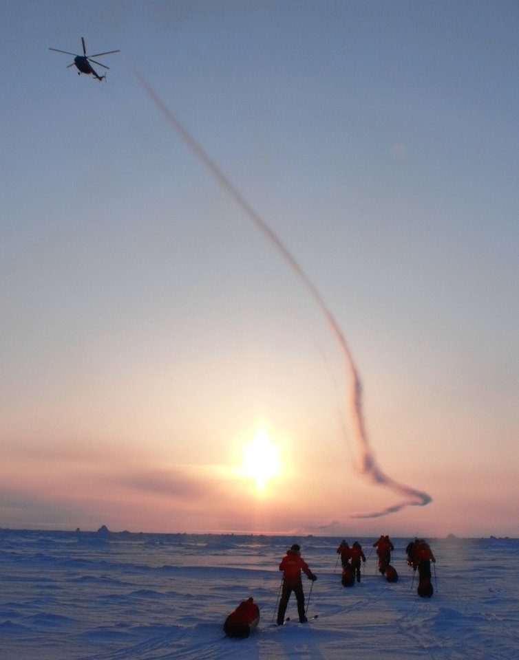 Photo - A helicopter arrives to retrieve an explorer who suffered frostbite and had to end his journey.