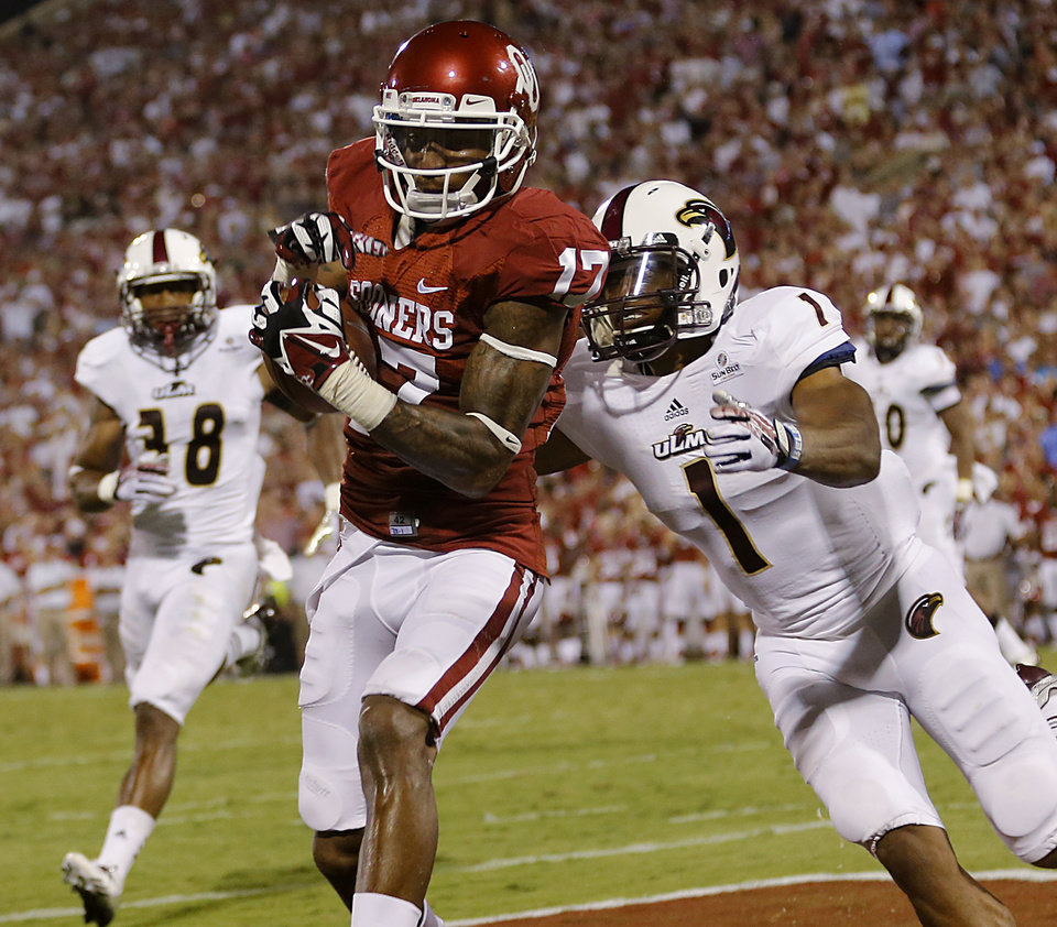 Photo - Oklahoma's Trey Metoyer (17) makes a touchdown catch in front of Louisiana Monroe's Isaiah Newsome (1) during the college football game between the University of Oklahoma Sooners (OU) and the University of Louisiana Monroe Warhawks (ULM) at the Gaylord Family-Oklahoma Memorial Stadium on Saturday, Aug. 31, 2013 in Norman, Okla.  Photo by Chris Landsberger, The Oklahoman