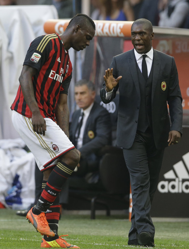 Photo - AC Milan coach Clarence Seedorf, of the Netherlands, talks to AC Milan forward Mario Balotelli during a Serie A soccer match between AC Milan and Parma, at the San Siro stadium in Milan, Italy, Sunday, March 16, 2014. (AP Photo/Luca Bruno)