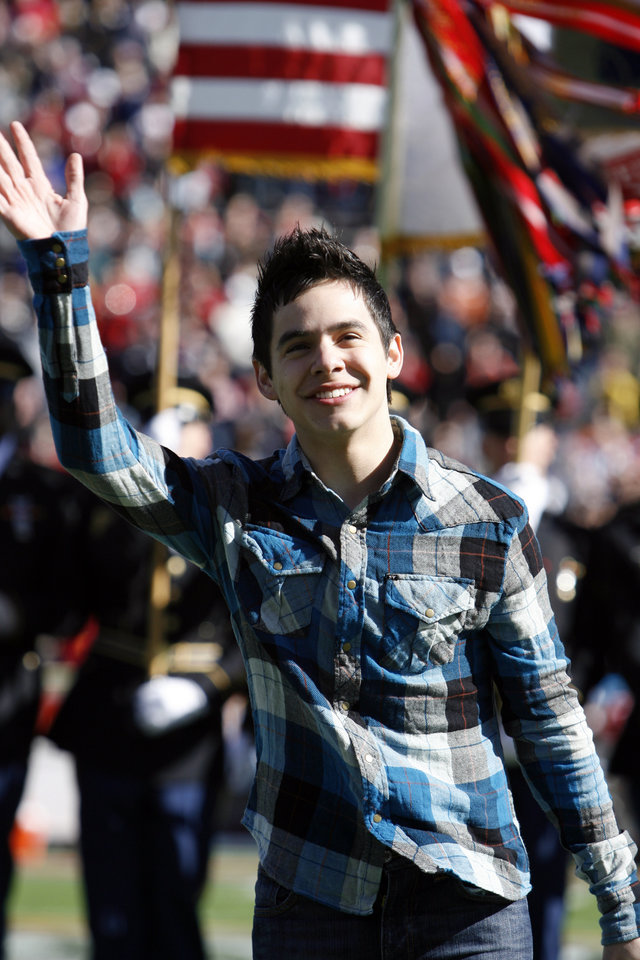 Photo - American Idol runner-up David Archuleta waves after singing America the Beautiful and the Star Spangled Banner before the Brut Sun Bowl college football game between the University of Oklahoma Sooners (OU) and the Stanford University Cardinal on Thursday, Dec. 31, 2009, in El Paso, Tex.   Photo by Steve Sisney, The Oklahoman