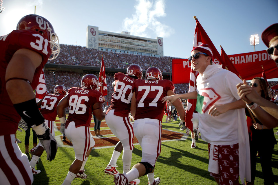 Photo - The OU team takes the field before the first half of the college football game between the University of Oklahoma Sooners (OU) and Utah State University Aggies (USU) at the Gaylord Family-Oklahoma Memorial Stadium on Saturday, Sept. 4, 2010, in Norman, Okla.   Photo by Bryan Terry, The Oklahoman