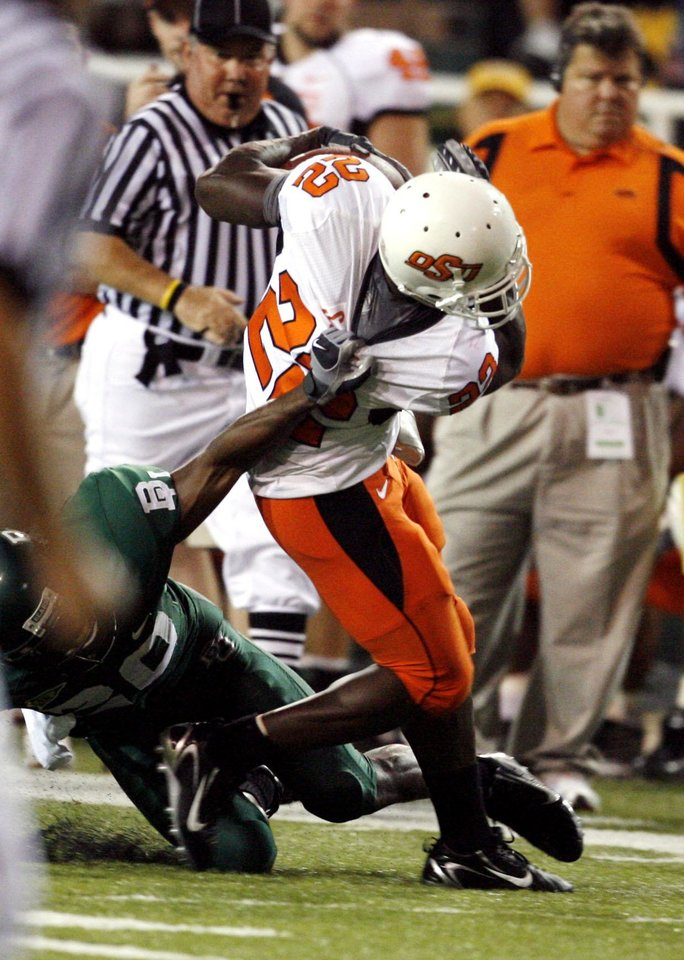 Photo - Dantrell Savage is brought down by Alton Wideman during first half action in the college football game between Oklahoma State University and Baylor University at Floyd Casey Stadium in Waco, Texas, Saturday, Nov. 17, 2007. BY STEVE SISNEY, THE OKLAHOMAN