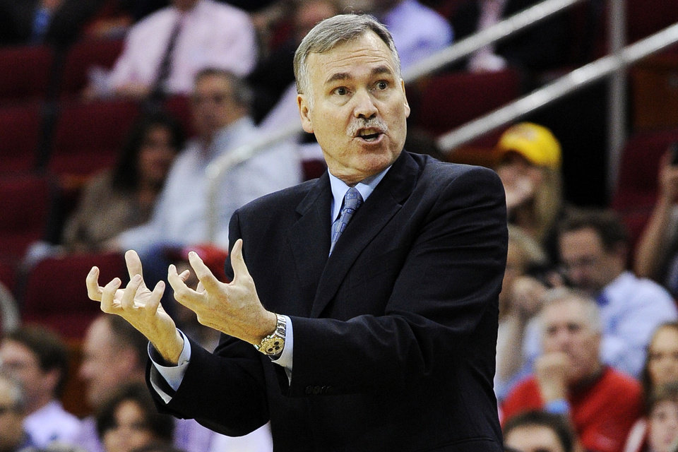 Los Angeles Lakers head coach Mike D\'Antoni questions a referee\'s call in the first half of an NBA basketball game against the Houston Rockets, Tuesday, Dec. 4, 2012, in Houston. (AP Photo/Pat Sullivan) ORG XMIT: HTR106