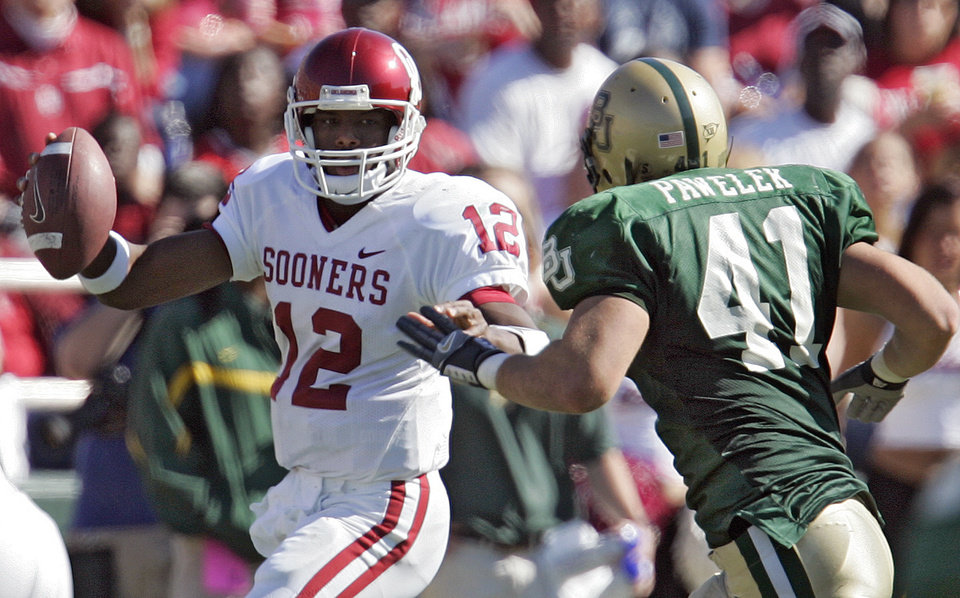 Photo - Oklahoma's Paul Thompson (12) tries to get by Baylor's Joe Pawelek (41) in the second half during the University of Oklahoma Sooners (OU) college football game against Baylor University Bears (BU) at Floyd Casey Stadium, on Saturday, Nov. 18, 2006, in Waco, Texas.     by Chris Landsberger, The Oklahoman