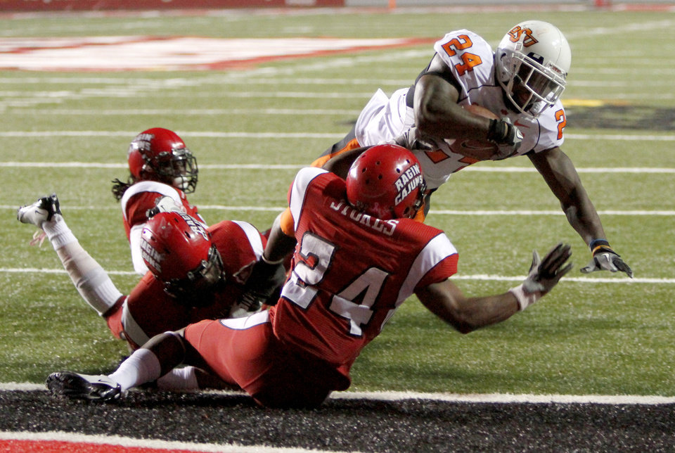 Photo - OSU's Kendall Hunter scores a touchdown in front of  Louisiana-Lafayette's Lionel Stokes during the football game between the University of Louisiana-Lafayette and Oklahoma State University at Cajun Field in Lafayette, La., Friday, October 8, 2010. Photo by Bryan Terry, The Oklahoman
