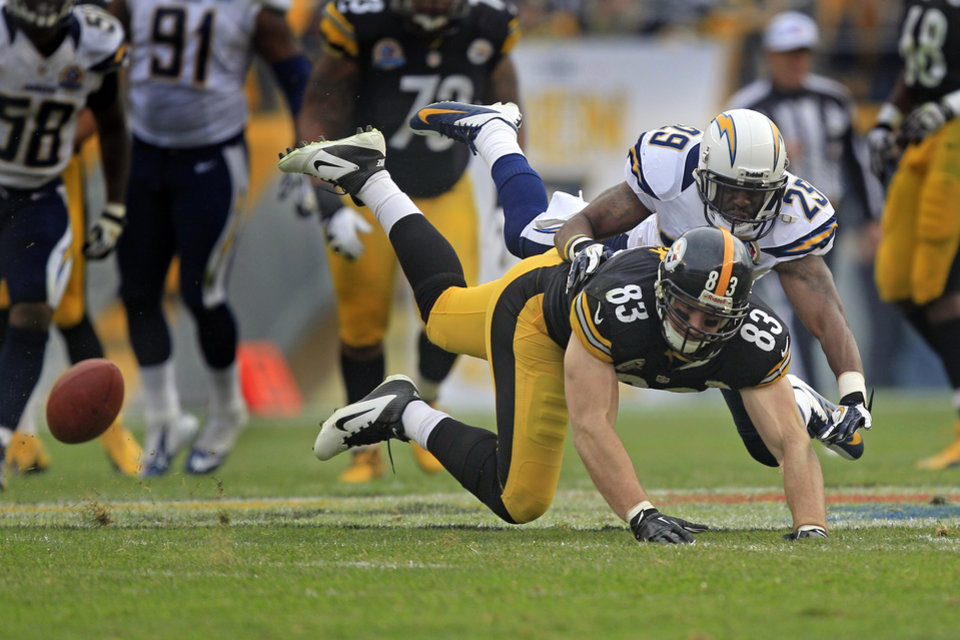 Photo - Pittsburgh Steelers tight end Heath Miller (83) can't catch a pass as San Diego Chargers defensive back Shareece Wright (29)defends in the second quarter of an NFL football game in Pittsburgh, Sunday, Dec. 9, 2012. (AP Photo/Gene J. Puskar)