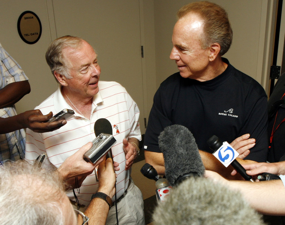 Photo - Boone Pickens, left, and former Dallas Cowboys quarterback Roger Staubach talk to the media before the college football game between the Oklahoma State University Cowboys (OSU) and the Texas Tech University Red Raiders (TTU) at Boone Pickens Stadium in Stillwater, Okla., on Saturday, Sept. 22, 2007. By NATE BILLINGS, The Oklahoman  ORG XMIT: KOD