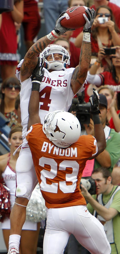 Oklahoma\'s Kenny Stills (4) tries to make a catch over Texas\' Carrington Byndom (23) during the Red River Rivalry college football game between the University of Oklahoma Sooners (OU) and the University of Texas Longhorns (UT) at the Cotton Bowl in Dallas, Saturday, Oct. 8, 2011. Photo by Chris Landsberger, The Oklahoman
