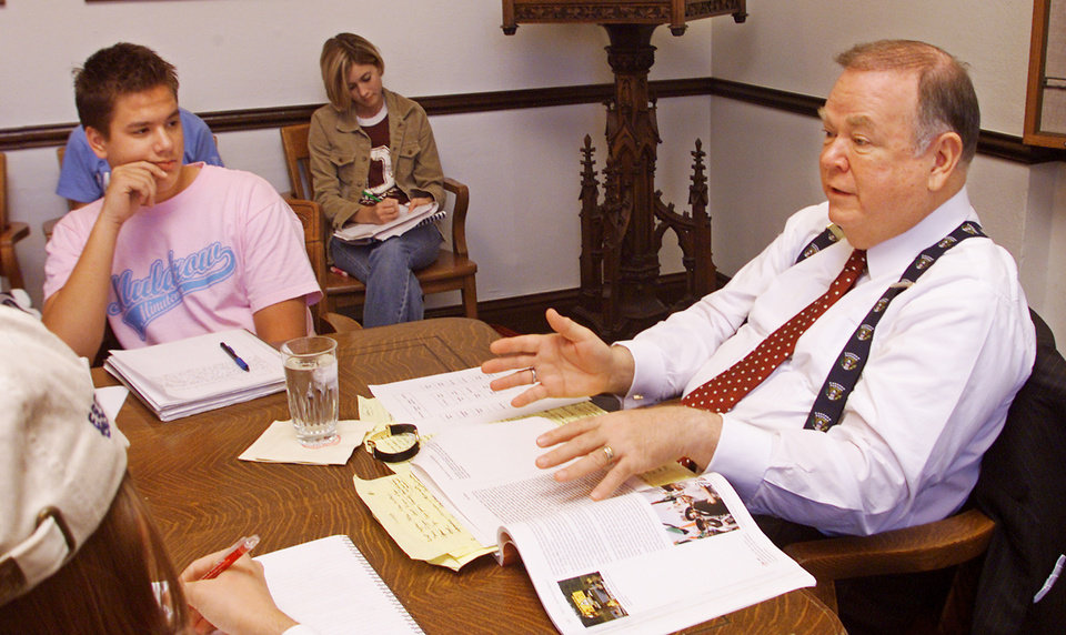 Photo - Norman, Thursday, Nov. 20, 2003. University of Oklahoma president David Boren teaches his class in the Provost's conference room in Evans Hall on the OU campus. Staff photo by Jaconna Aguirre.