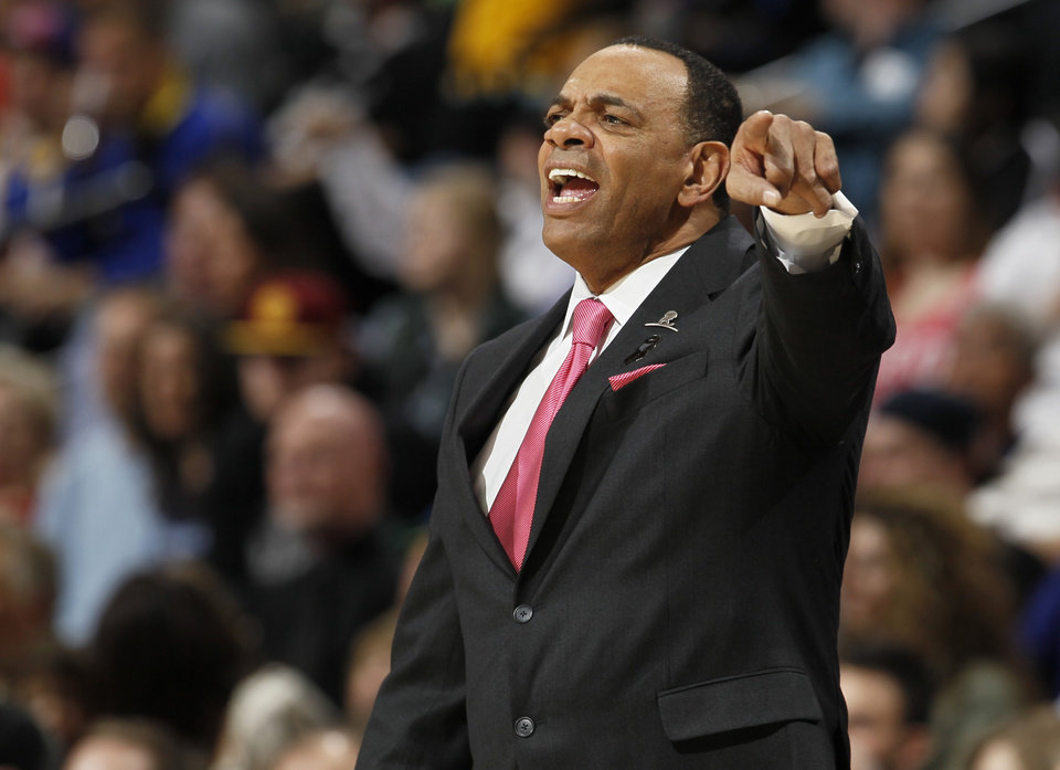 Photo - Memphis Grizzlies coach Lionel Hollins talks to his players the first quarter of an NBA basketball game against the Denver Nuggets in Denver on Friday, March 15, 2013. (AP Photo/David Zalubowski)