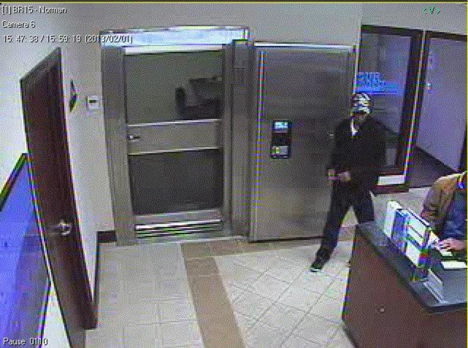 This is the suspect in Friday's Norman bank robbery. <strong></strong>