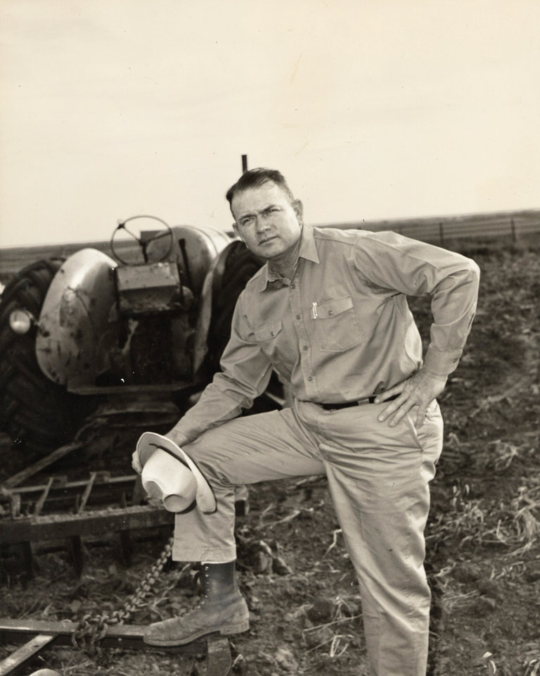 Photo - Henry Bellmon, a former Oklahoma governor and U.S. senator, was known as much for farming as he was politics.  OKLAHOMAN ARCHIVE PHOTO