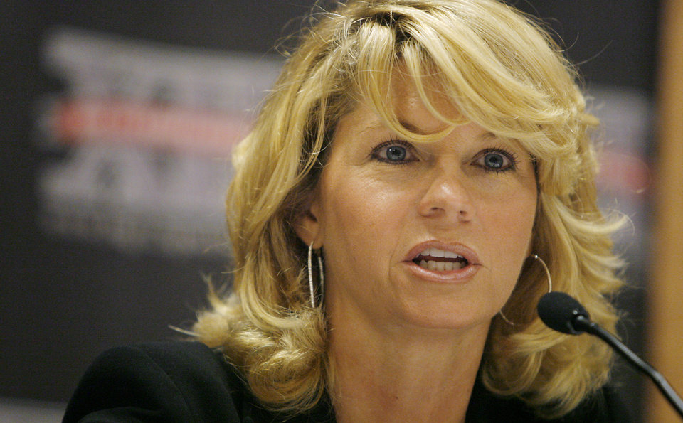 Photo - WOMEN'S COLLEGE BASKETBALL / OU: University of Oklahoma coach Sherri Coale speaks to the press during the Big 12 Women's Basketball Media Day at the Cox Convention Center on Wednesday, Oct. 22, 2008, in Oklahoma City, Okla.  CHRIS LANDSBERGER, THE OKLAHOMAN  ORG XMIT: KOD
