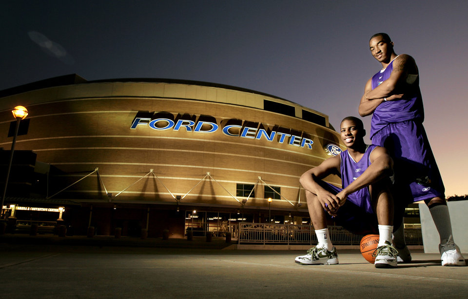 Photo - NBA BASKETBALL:   Chris Paul, left, and J.R. Smith of the New Orleans/Oklahoma City Hornets NBA basketball team in front of the Ford Center in Oklahoma City, October 17, 2005.  By Bryan Terry/The OKlahoman