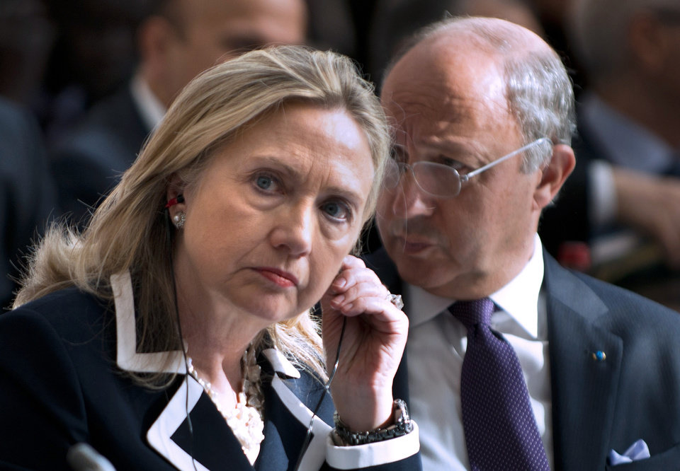 Photo -   US Secretary of State Hillary Rodham Clinton and French Foreign Minister Laurent Fabius at the