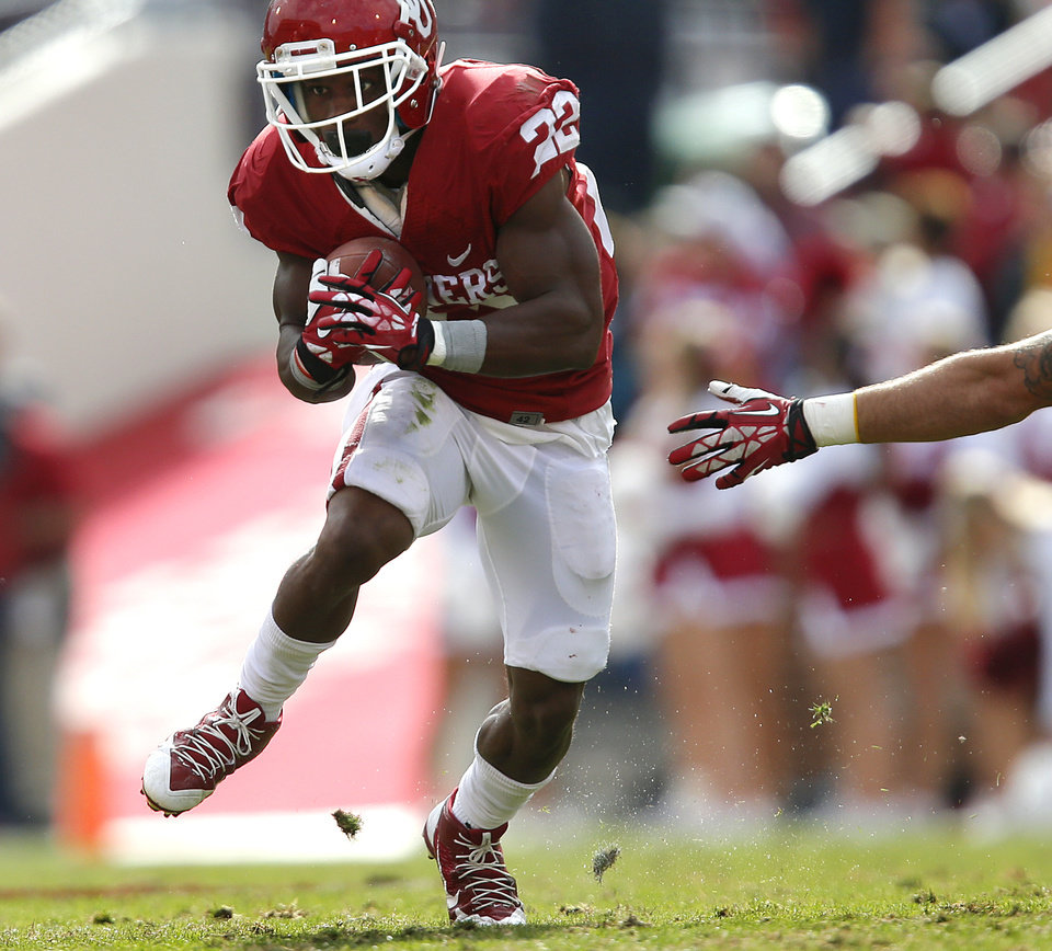 Oklahoma's Roy Finch (22) runs past an arm tackle during the college football game between the University of Oklahoma Sooners (OU) and the Iowa State University Cyclones (ISU) at Gaylord Family-Oklahoma Memorial Stadium in Norman, Okla. on Saturday, Nov. 16, 2013. Photo by Chris Landsberger, The Oklahoman