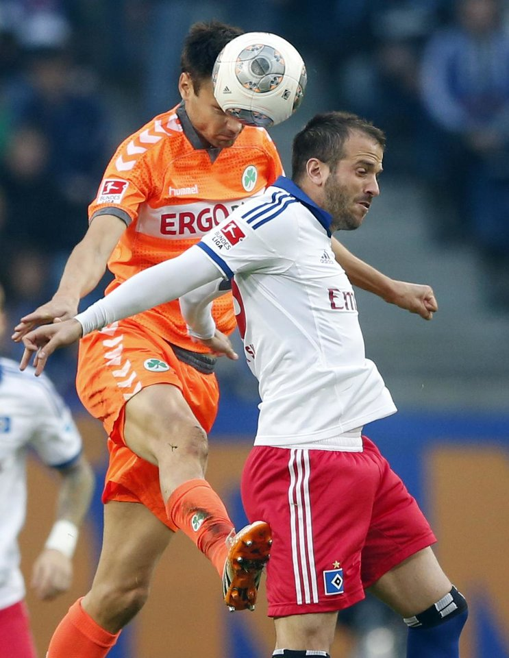 Photo - Hamburg's Rafael van der Vaart of the Netherlands, right, and Greuther Fuerth's Tim Sparf challenge for the ball during their 1st leg relegation soccer match between Hamburger SV and Greuther Fuerth in Hamburg, Germany, Thursday, May 15, 2014.  (AP Photo/Matthias Schrader)