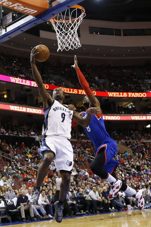 Photo - Memphis Grizzlies' Tony Allen, left, goes up for a shot against Philadelphia 76ers' Tony Wroten during the first half of an NBA basketball game, Saturday, March 15, 2014, in Philadelphia. (AP Photo/Matt Slocum)