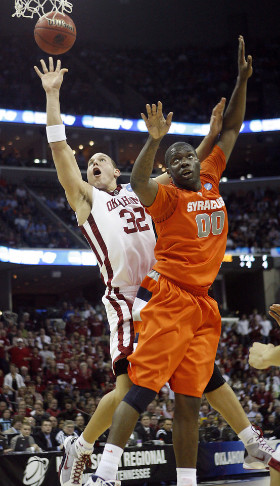 Oklahoma's Taylor Griffin (32) shoots the ball over Syracuse's Rick Jackson (00) during the first half of the NCAA Men's Basketball Regional at the FedEx Forum on Friday, March 27, 2009, in Memphis, Tenn.