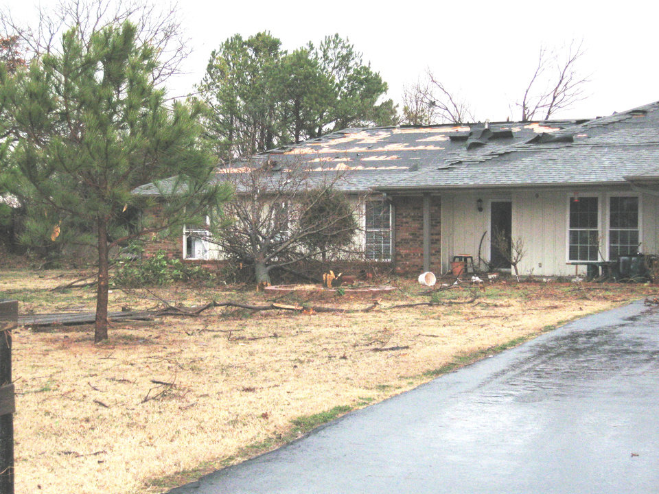 Photo - TORNADO / STORM DAMAGE / HOUSE: A home in Kanaly's North Country addition north of Covell on Santa Fe was damaged in the storm.  PHOTO BY JOHN A. WILLIAMS, THE OKLAHOMAN ORG XMIT: 0902111546189503