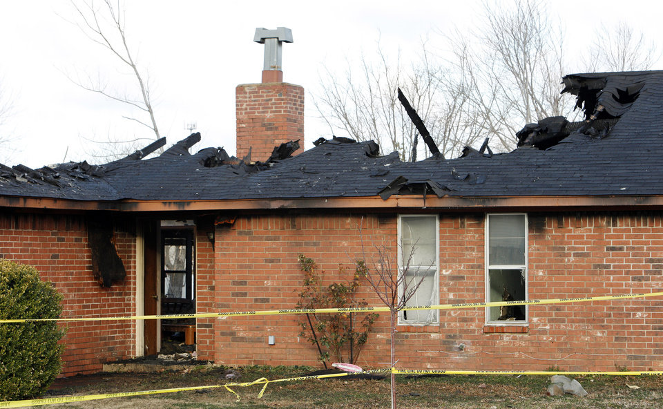 Photo - Fatality house fire at 2705 Richardson Drive in Norman Wednesday, Jan. 30, 2013.  Photo by Paul B. Southerland, The Oklahoman
