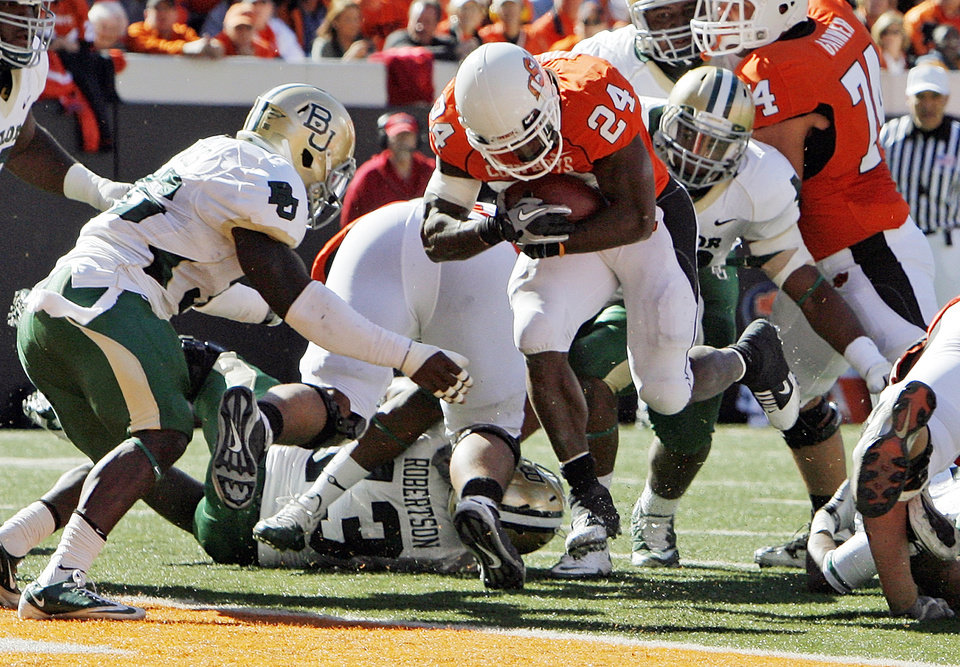 OSU's Kendall Hunter (24) rushes for a touchdown in the second quarter during the college football game between the Oklahoma State University Cowboys (OSU) and the Baylor University Bears at Boone Pickens Stadium in Stillwater, Okla., Saturday, Nov. 6, 2010. Photo by Nate Billings, The Oklahoman
