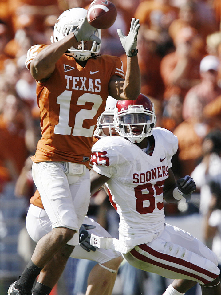 Photo - Oklahoma's Ryan Broyles (85) looks on as Texas' Earl Thomas (12) intercepts a pass late in the fourth quarter to help seal the Longhorns 16-13 win over Oklahoma during the Red River Rivalry college football game between the University of Oklahoma Sooners (OU) and the University of Texas Longhorns (UT) at the Cotton Bowl in Dallas, Texas, Saturday, Oct. 17, 2009. Photo by Chris Landsberger, The Oklahoman