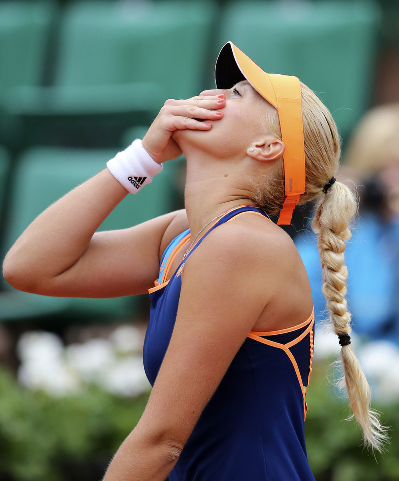Photo - France's Kristina Mladenovic reacts as she defeats China's Li Na during the first round match of  the French Open tennis tournament at the Roland Garros stadium, in Paris, France, Tuesday, May 27, 2014. (AP Photo/David Vincent)