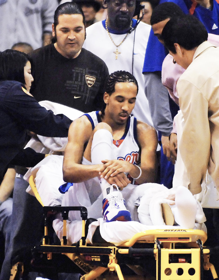 Photo - A knee injury nearly derailed the NBA career of Shaun Livingston. AP photo